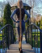 Ukrainian Alyona Kravchenko from Odessa has been growing her hair since she was five years old - she is now 34 years old, and she can boast a hair 1.8 meters long.