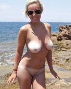 Hot nudist babe