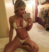 Sarah Underwood Knows How To Work A Selfie